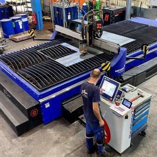 Investiert: Unsere neue CNC-gesteuerte Plasma- und Autogenschneidanlage ist in Betrieb